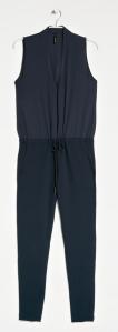 um jumpsuit é, tal como um vestido uma peça única que simplifica o processo de escolha de roupa. Basta um ou dois acessórios e está pronta.